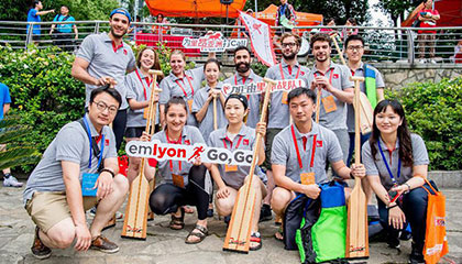 emlyon business school Team Participated in the 15th<br />Shanghai International Suzhou Creek Dragon Boat Invitation Tournament